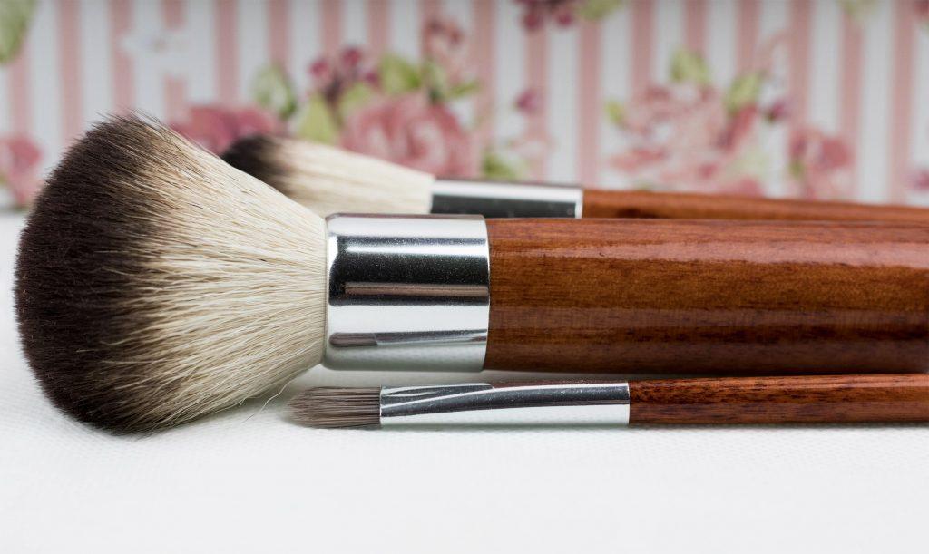 Como limpiar las brochas de maquillaje fácil y rápido